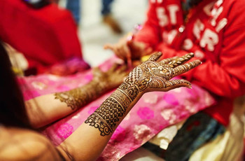 9 Stunning Right-hand Mehndi Designs To Inspire Your Own Hands