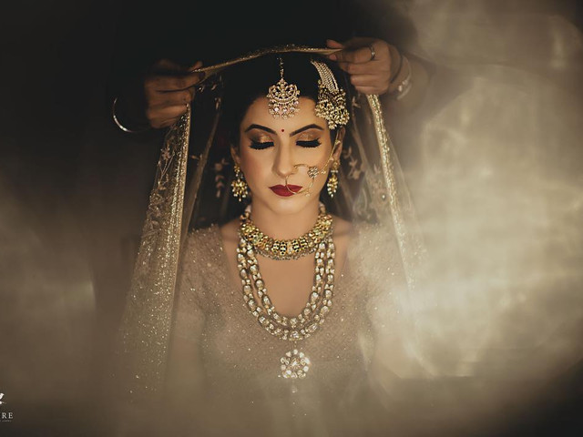 Stunning Bride Getting Ready Photos to Get Clicked for Your Wedding Album