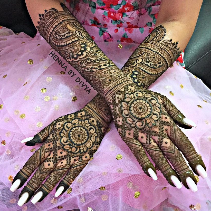 11 Gorgeous Circular Mehndi Designs For Hands Of The Bride