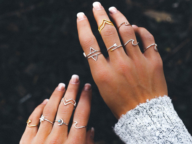 Make Head-turning Statements With Quirky Midi Rings on Your D-Day