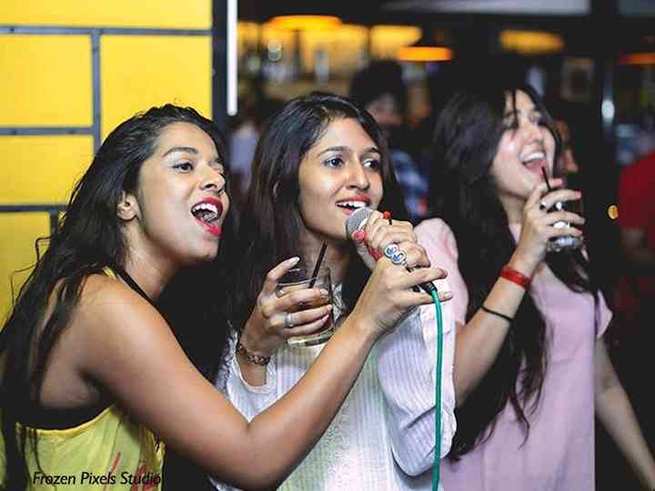 9 Smashing 90s Bollywood Songs To Rock Your Karaoke Night Kaun tujhe singing lesson bollywood singing lessons/tutorials by mayoor. 9 smashing 90s bollywood songs to rock
