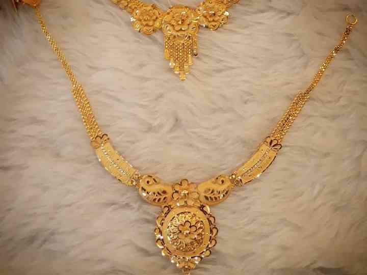 Check 10 Lightweight Gold Necklace Set With Price For Your D Day