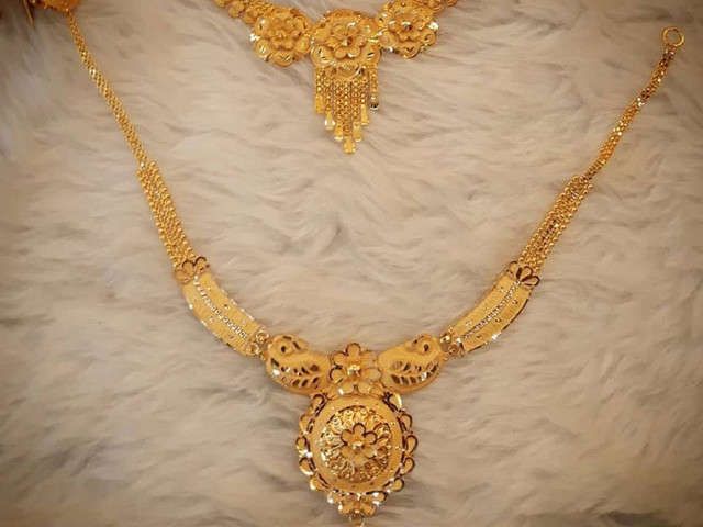 Check 10 Lightweight Gold Necklace Set With Price for Your D-Day
