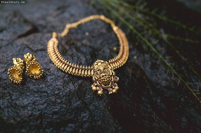Pathaka is the first neckpiece worn in Kerala Wedding Jewellery Sets.