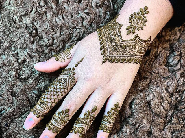 5 Fancy Mehndi Styles for the Modern Pataka Bride to Ace Her Bridal Game