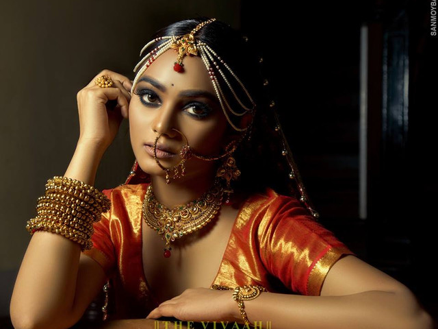 Natural Makeup Tips to Make That Flawless Glow Last Through All Your Wedding Functions