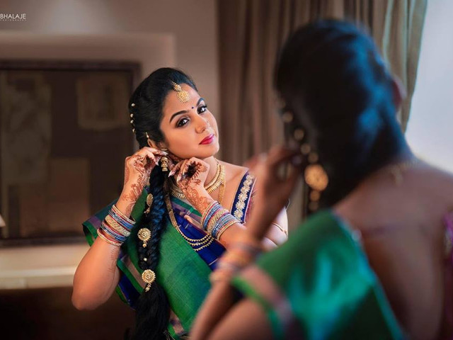 7 Stunning Hairstyle For Party In Saree For Women With Medium Length Hair