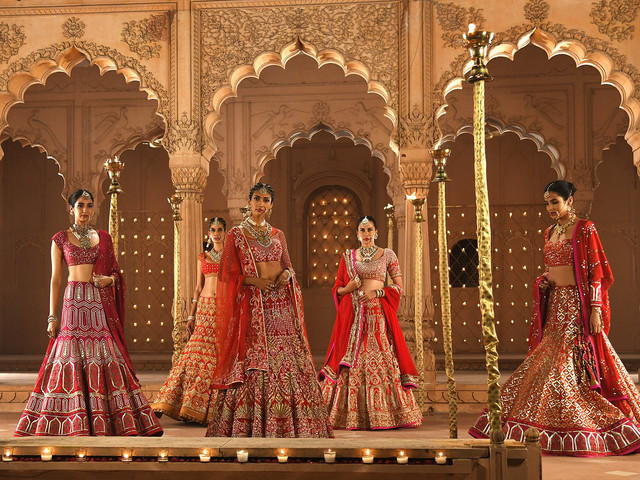 Reynu Taandon Unveils Royalty With Her Collection 'SURKH' at the FDCI India Couture Week 2020