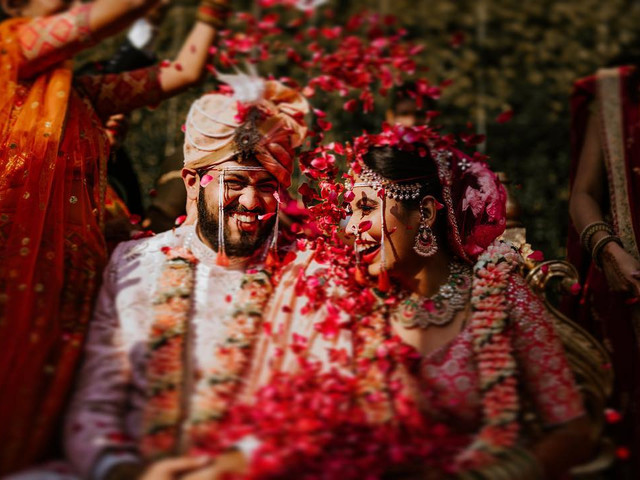 Indian Gifts That You Can Give in a Wedding to Congratulate Them