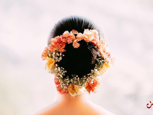 All Kinds of Floral Hair Accessories for Brides to Choose From