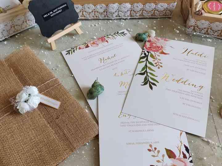 7 Wedding Card Background Ideas to Gain A Good First Impression