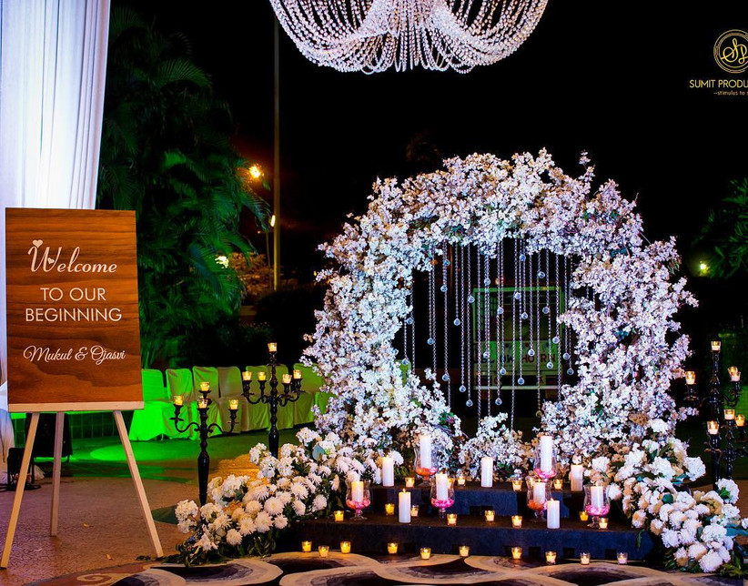 8 Ways To Use Artificial Flowers For Decoration Of Wedding Venues