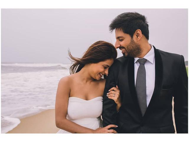 100+ Pre-wedding Cool Beach Photo Shoot Ideas for Couples