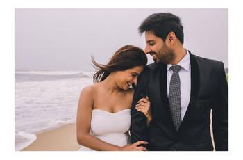 Photography Poses for a Pre-Wedding Beach Shoot