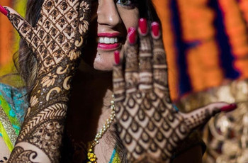 Going Gaga Over the Back Hand Mehndi Trend? Here Are 26 Designs That Give a Bird's Eye View for It