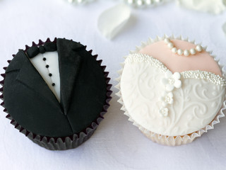 Craving Already? 7 Custom Cakes To Delight Your Wedding Day Fancy, Plus Best Ways To Present Them