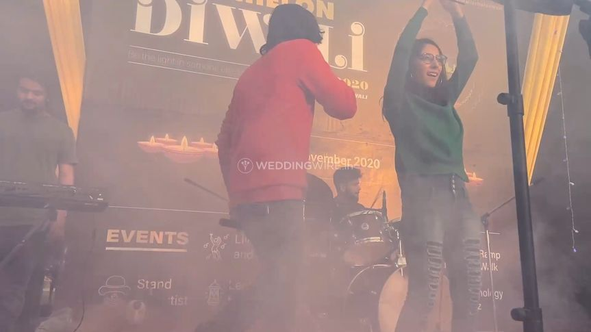 Parth and Purvi performing liv