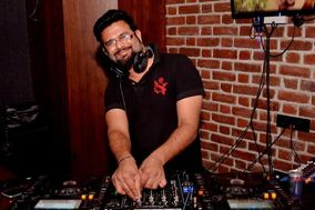DJ Viky, Pune