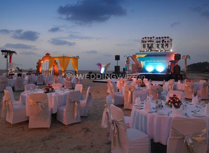 Zuri White Sands Resort