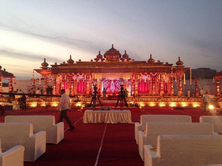 Stage wedding decor