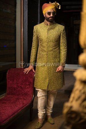 Achkan style sherwani