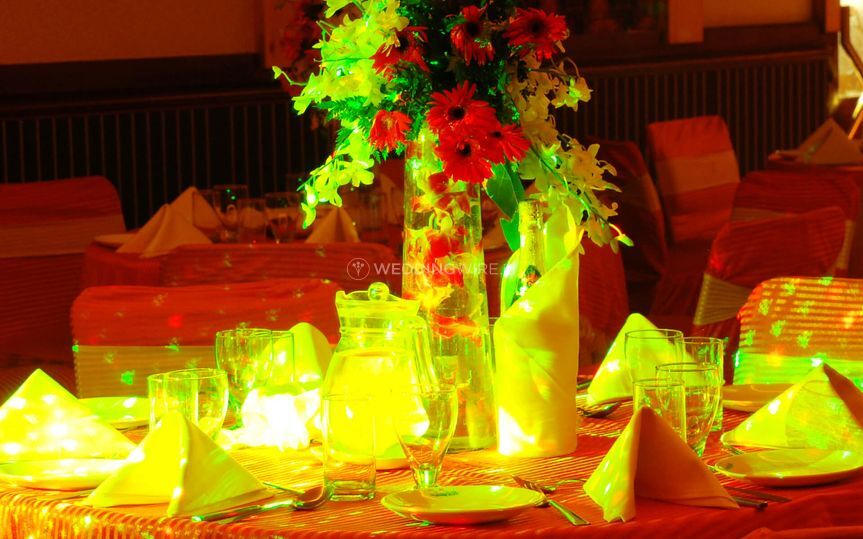 Table lighting and decor