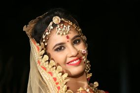 Aayushi Makeovers, Indore