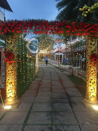 Entrance decor and lighting