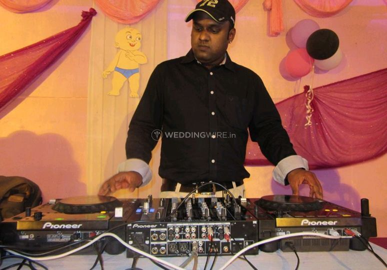 The party dj