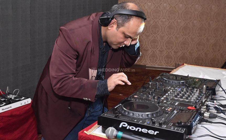DJ Nainesh