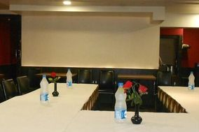 Hotel Simran Palace And Bar