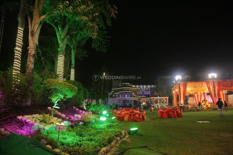 Moon & Mars Resort