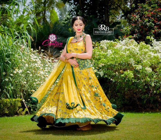 Creative Stylista The Designer Clothing Studio Lehenga Bhayli Weddingwire In