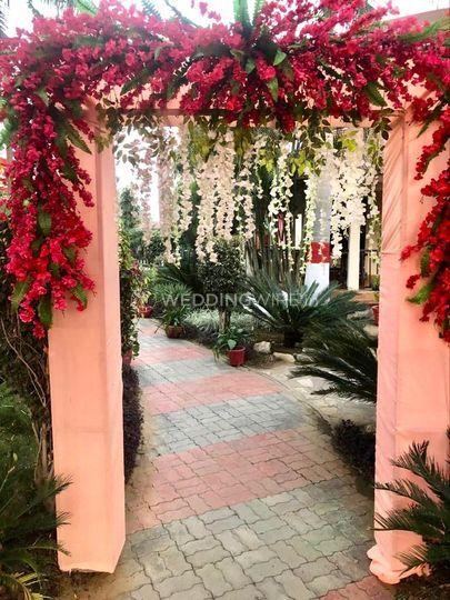 wedding venue - Options Lawn - entrance decor (1)