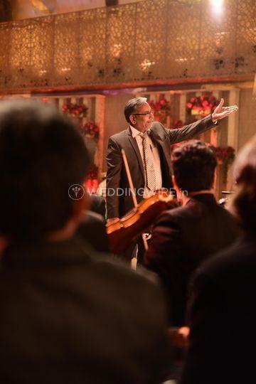 Jogi Conducting the Show