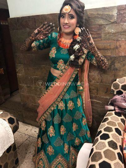Mehendi Bride