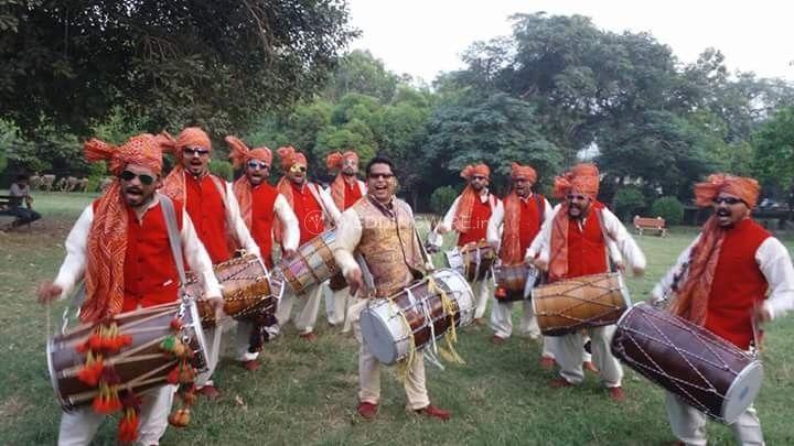 Vivaan International Dhol Player