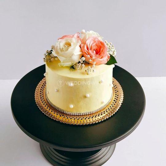 Freshcream Cake with Fresh Flo