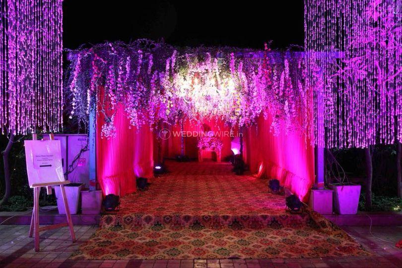 Entrance decor and lighting