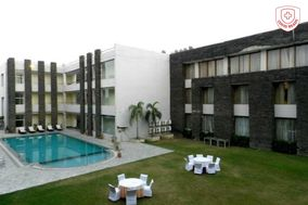 Hans Resorts