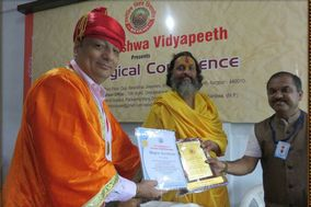 Dr Vivek Chopra Astrologer and Vastu Shastra Expert