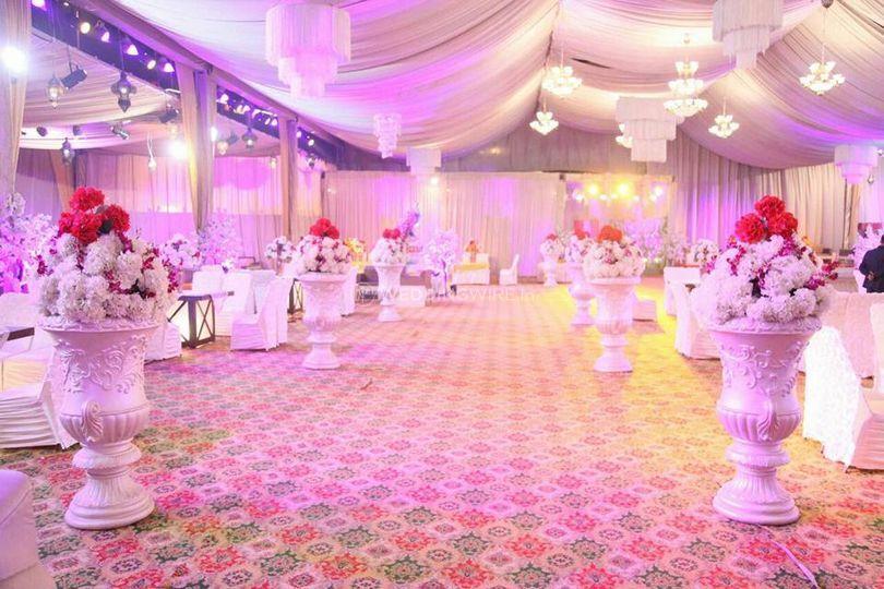 Banquet hall wedding setup