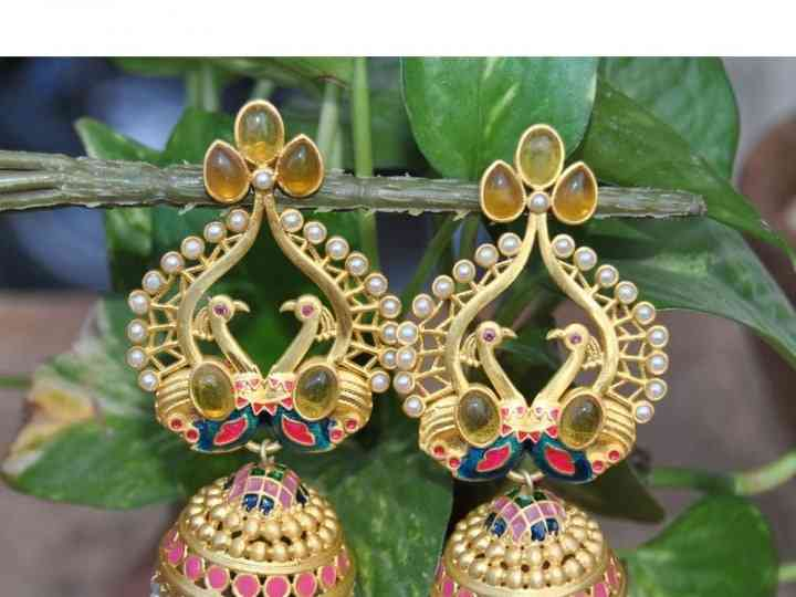How to Choose Gold Jhumka That Screams