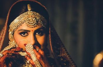 Glam up for Your Bridal Makeup Photos by Nailing Your Picture-Perfect Pose & Bridal Makeup Routine