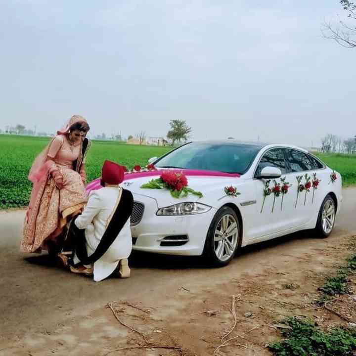 Wedding Car Decoration With Flowers  from cdn0.weddingwire.in