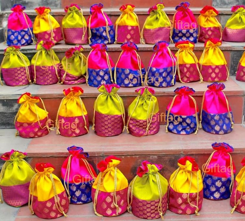 8 Memorable Wedding Return Gifts Under 1000 Rupees Your