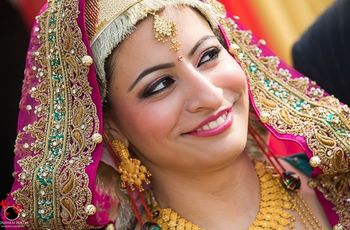 The Kashmiri Marriage Outfit: Royalty As She Wears It