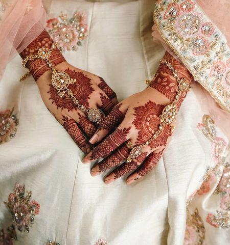 101+ Simple Mehndi Design Photos Ideas for Brides To Be