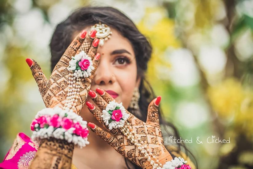 970dcd2d37 Photo Shoot Tips For Your Mehndi That Can Come In Very Handy For You