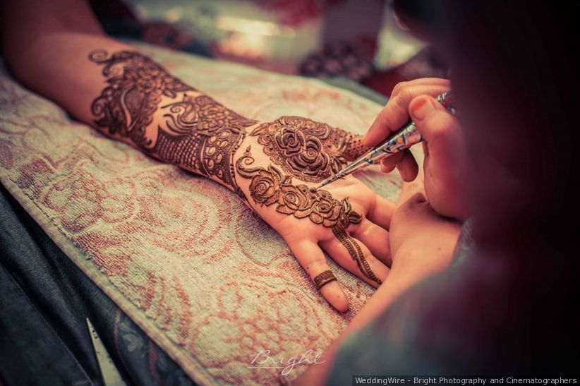 8 Romantic Rose Mehndi Designs for Your Wedding Celebration